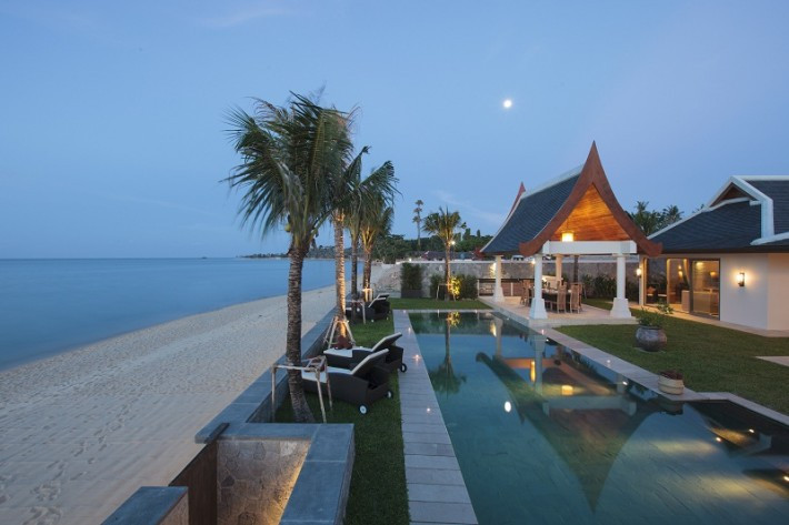 LUXURY BEACH FRONT