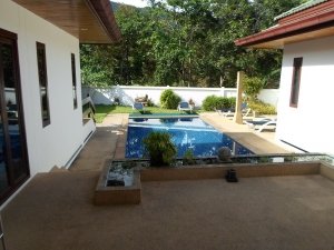 S461: 3 VILLAS, 2 POOLS, 6 BEDROOMS