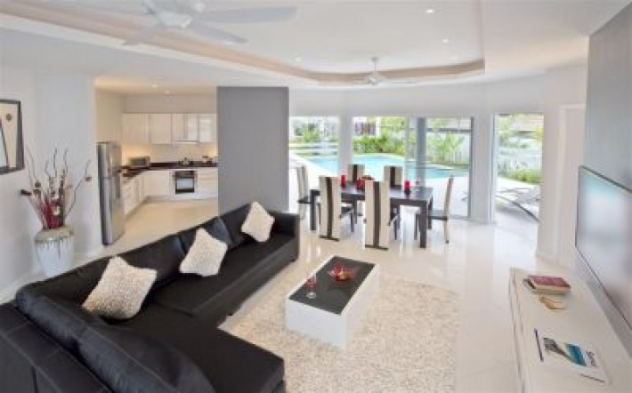 S1006: STYLISH KOH SAMUI VILLA FOR SALE BY THE BEACH
