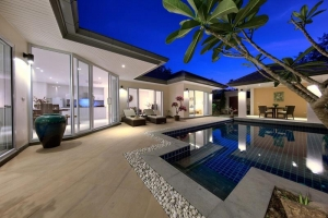 POOL BEACHSIDE VILLA FOR RENT