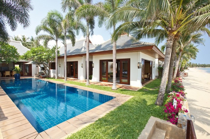 S388: BEACHFRONT VILLA