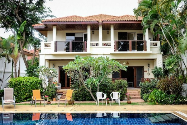S1484: BEAUTIFULLY RENOVATED KOH SAMUI TOWNHOUSE FOR SALE