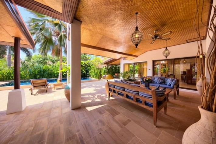 S1237: BEACHSIDE HOLIDAY VILLA