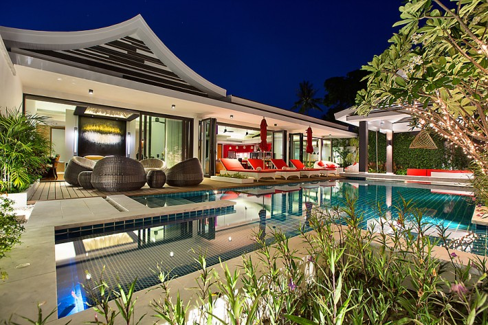 S1332: STUNNING KOH SAMUI VILLA FOR SALE 50 METERS TO THE BEACH
