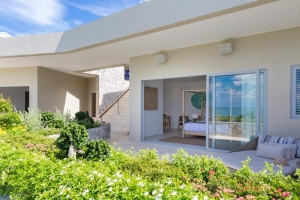 LUXURY 5 BEDROOM BEACHFRONT VILLA