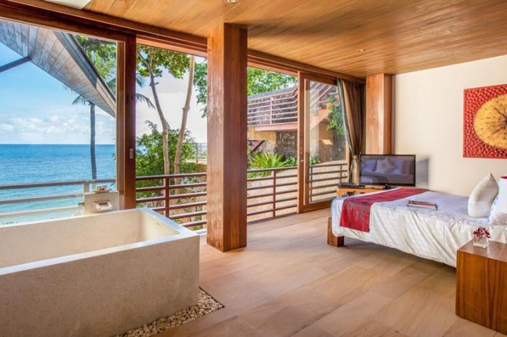 S1317: BEAUTIFULLY DESIGNED BEACH FRONT VILLA