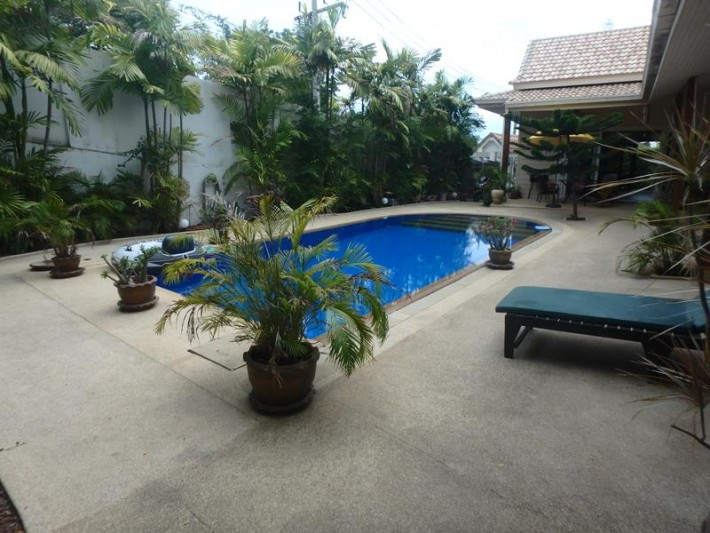 S1085: WALLED IN PRIVATE KOH SAMUI VILLA FOR SALE