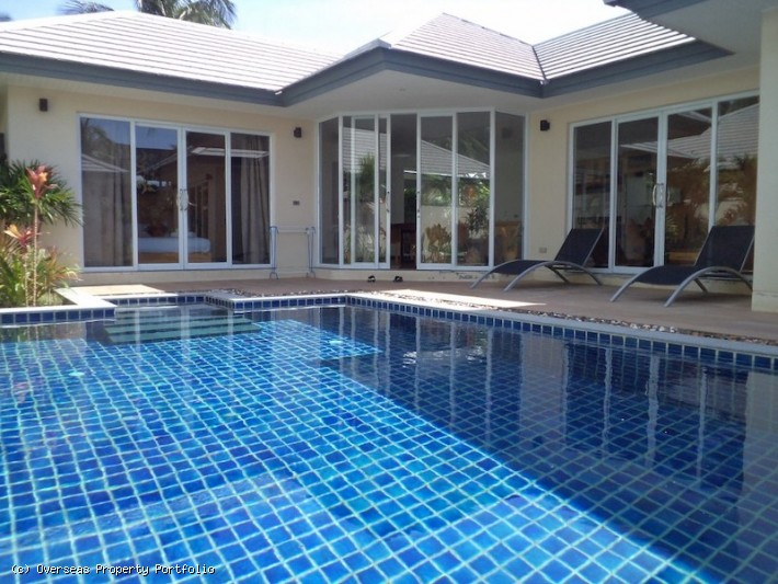 S1657: KOH SAMUI VILLA FOR SALE NEXT TO THE BEACH