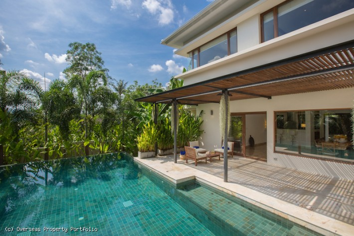 S1743: EXPANSIVE KOH SAMUI VILLA FOR SALE IN CENTRAL LOCATION