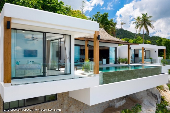 S1926: STUNNING KOH SAMUI VILLA WITH SEA VIEWS FOR SALE