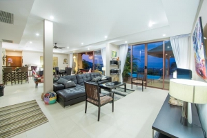 ELEGANT WITH PANORMIC SEA VIEWS