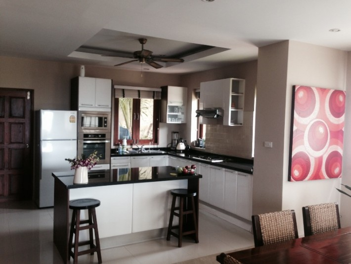 S1094: SEA VIEW KOH SAMUI TOWNHOUSE FOR SALE IN GREAT LOCATION